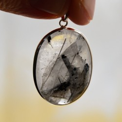 Pendentif oval Cristal de Roche inclusion tourmaline noire  et argent