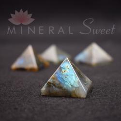Labradorite Pyramide 3cm